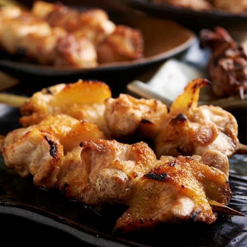 焼き鳥をはじめ人気の鶏料理が食べ放題で楽しめる鶴見の居酒屋「とりいちず」
